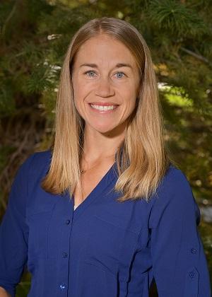 Lauren Hinrichs Headshot